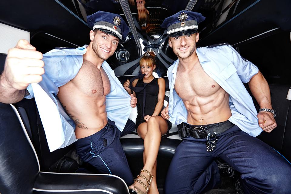 Russische Prostituierte wird von einem Polizisten gefickt