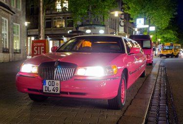 Lincoln Town Car Stretchlimo [PINK] in Hamburg mieten - Limostrip.com