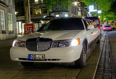 Lincoln Town Car Super Stretch [XXL] in Hamburg mieten - Limostrip.com