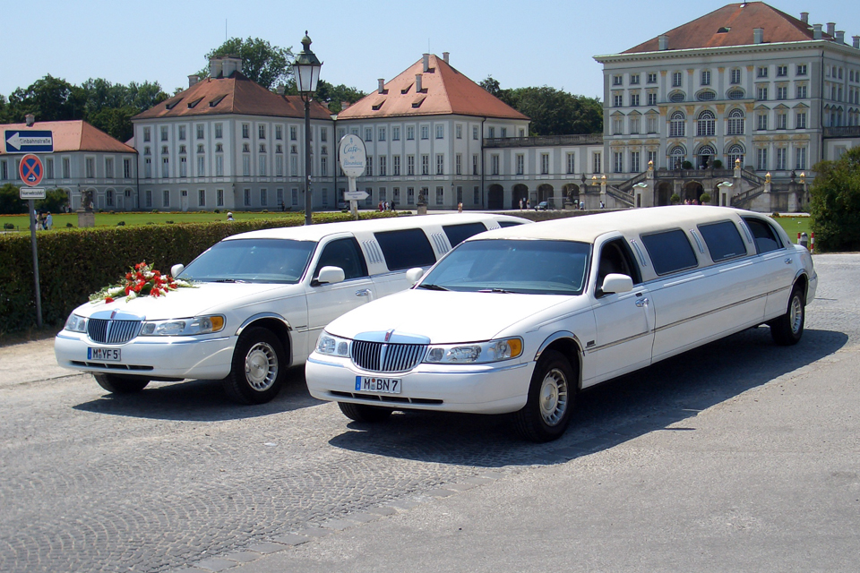 lincoln town car stretchlimousine in m nchen mieten. Black Bedroom Furniture Sets. Home Design Ideas