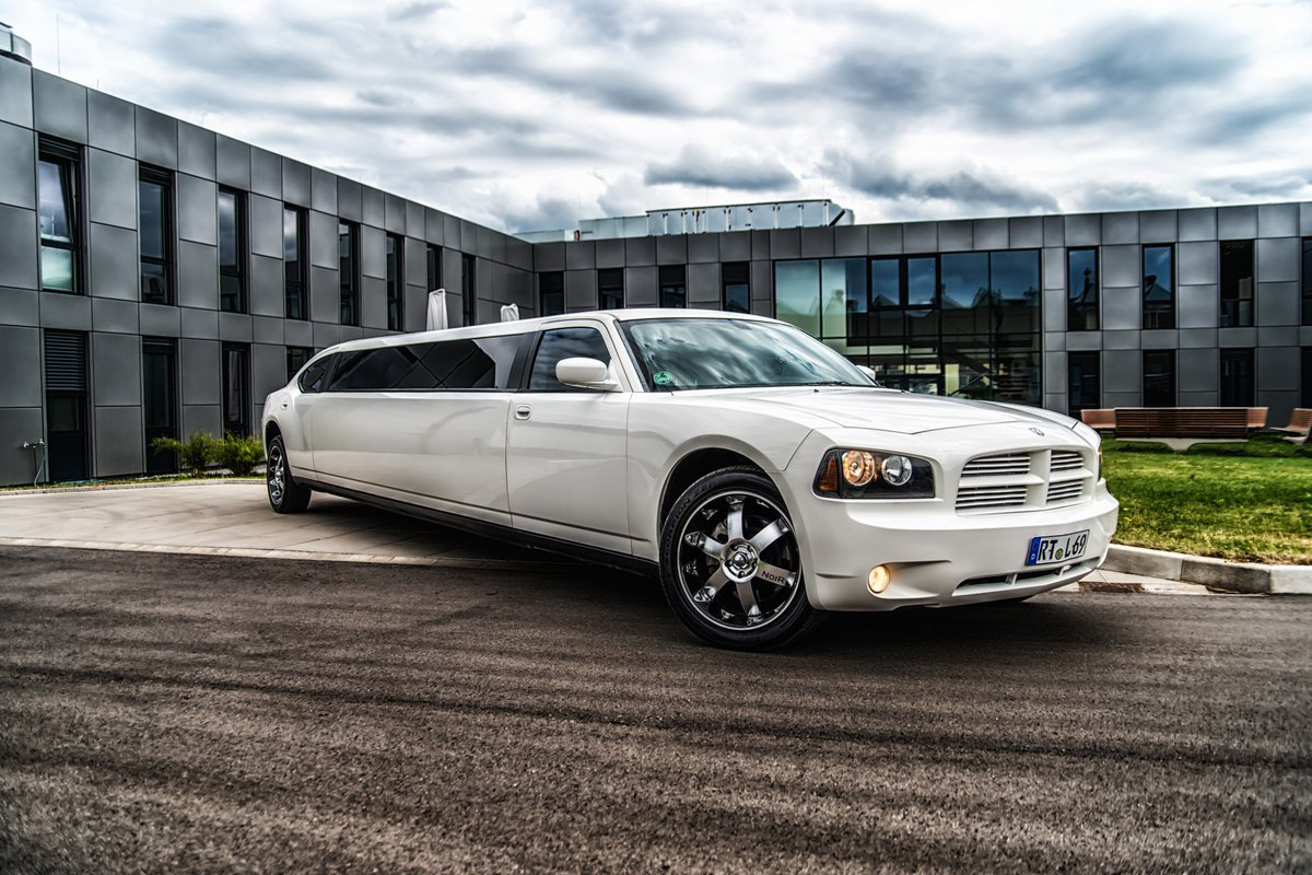 dodge charger stretchlimousine in stuttgart mieten. Black Bedroom Furniture Sets. Home Design Ideas