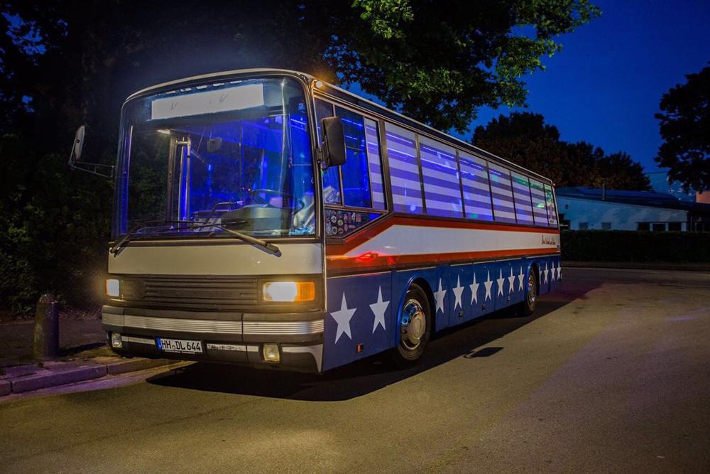 big partybus american style in hamburg mieten. Black Bedroom Furniture Sets. Home Design Ideas