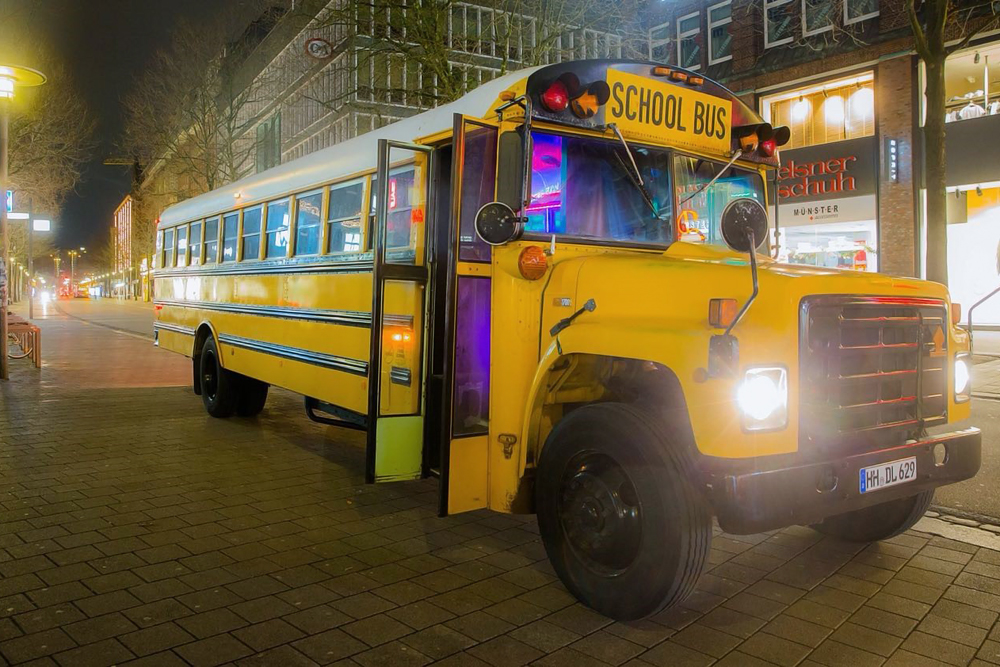 us school bus in hamburg mieten. Black Bedroom Furniture Sets. Home Design Ideas