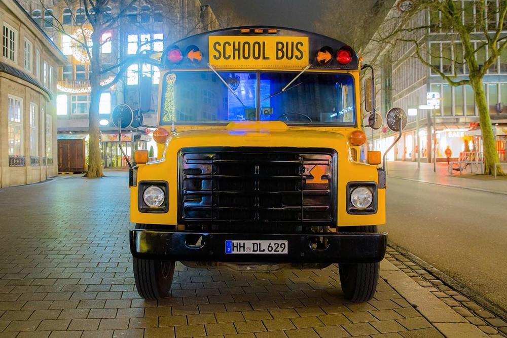us school bus in hamburg mieten. Black Bedroom Furniture Sets. Home Design Ideas